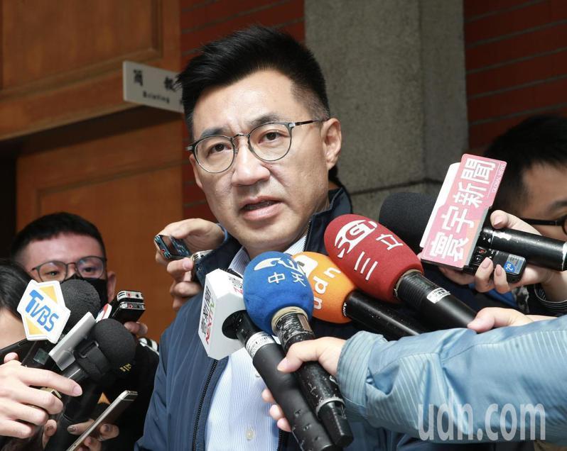 立委江啟臣上午在立法院受訪對共機繞台一事表示,大陸此時應重視防疫,而非共機繞台。記者黃義書/攝影