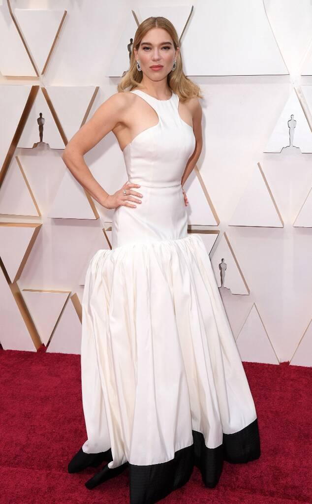 蕾雅瑟杜的Louis Vuitton黑白花苞蓬裙,上下身風格迥異的剪裁同時結合了...