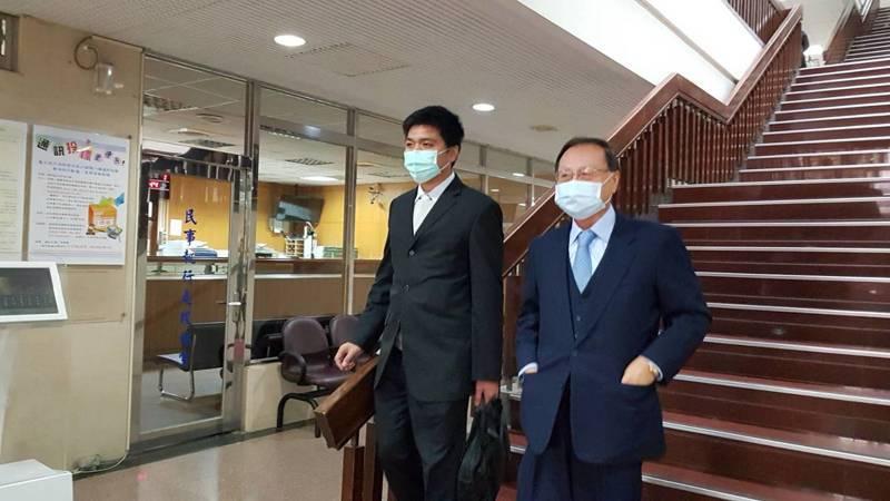 中投公司前董事長張哲琛(右)今天出庭。記者王聖藜/攝影