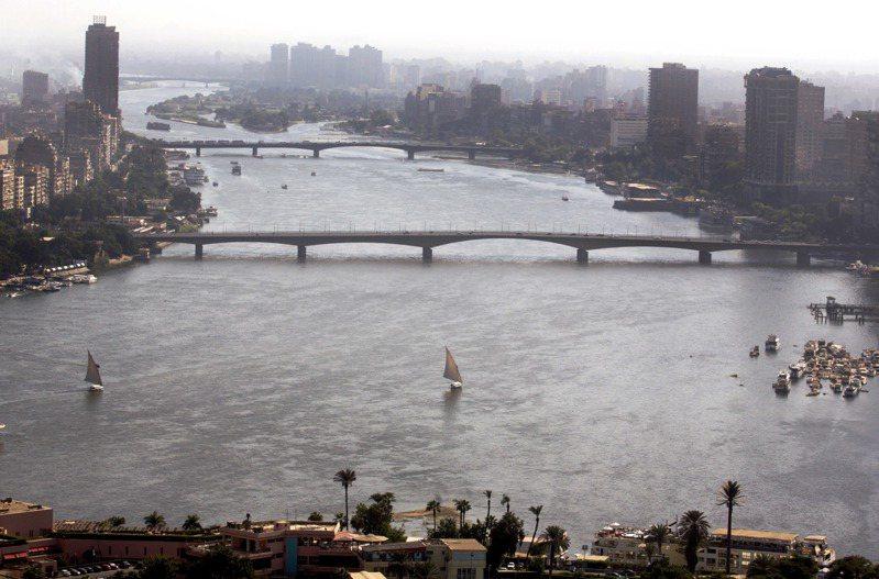 尼羅河是埃及命脈,該國95%人口住在尼羅河沿岸或尼羅河三角洲。圖為開羅附近的尼羅河河景。美聯社
