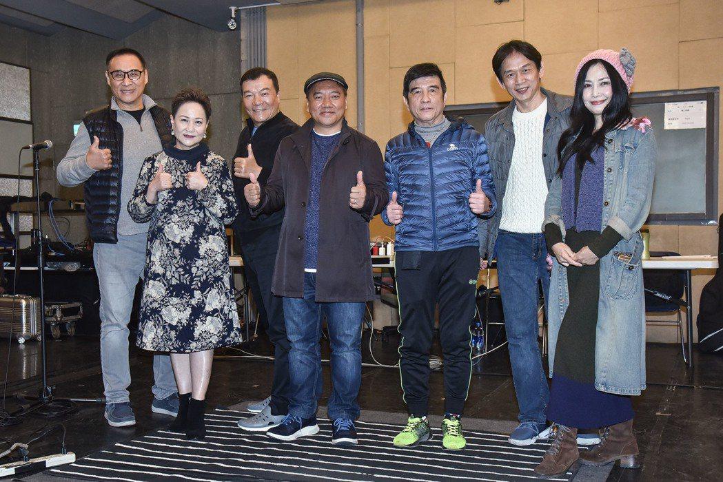 于台煙(右起)、殷正洋、葉佳修、施孝榮、李明德、邰肇玫和王瑞瑜為「民歌45高峰會...