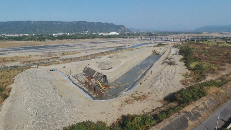 雲林縣林內淨水場原水濁度較高,台灣自來水公司為改善民生用水品質,花費1.9億元進行濁水溪伏流水工程,完工後豐水期每日可供應3萬噸水、枯水期1萬噸。圖/上益營造公司提供