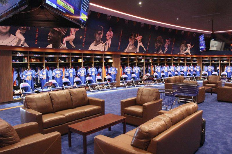 大都會改造春訓基地休息室,且仿造大聯盟規格打造,不過球隊明令,這房間只能在春訓使用,小聯盟球員無法在賽季中接手。 截圖自推特