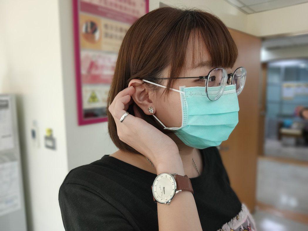 醫生指應急時,可上下用紙張或衞生紙將外科口罩包覆後收納,切勿將口罩直接置於餐桌上...