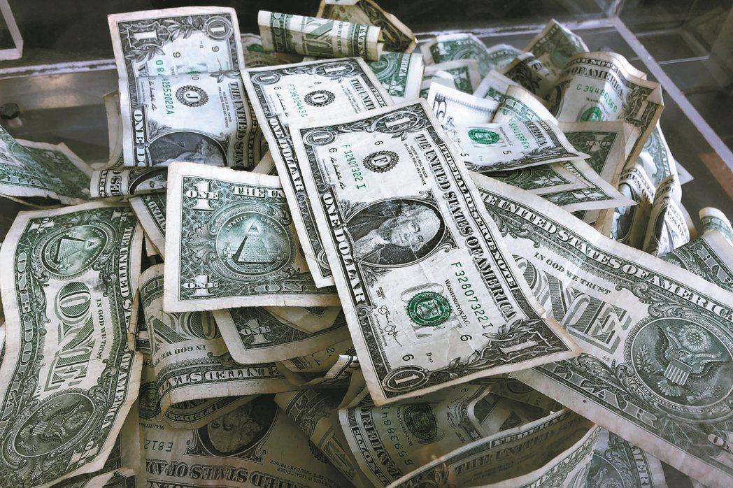 債券型基金獲國際資金青睞。 美聯社