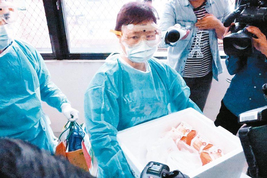 新冠肺炎疫情升溫,各國對從大陸回來的僑民實施隔離政策,引來網友PK便當菜色。記者徐如宜/攝影
