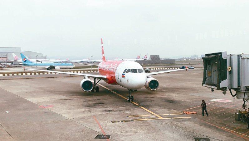 菲律賓昨夜臨時宣布禁止台灣籍旅客入境。圖為菲律賓亞洲航空公司航班。 記者陳嘉寧/攝影
