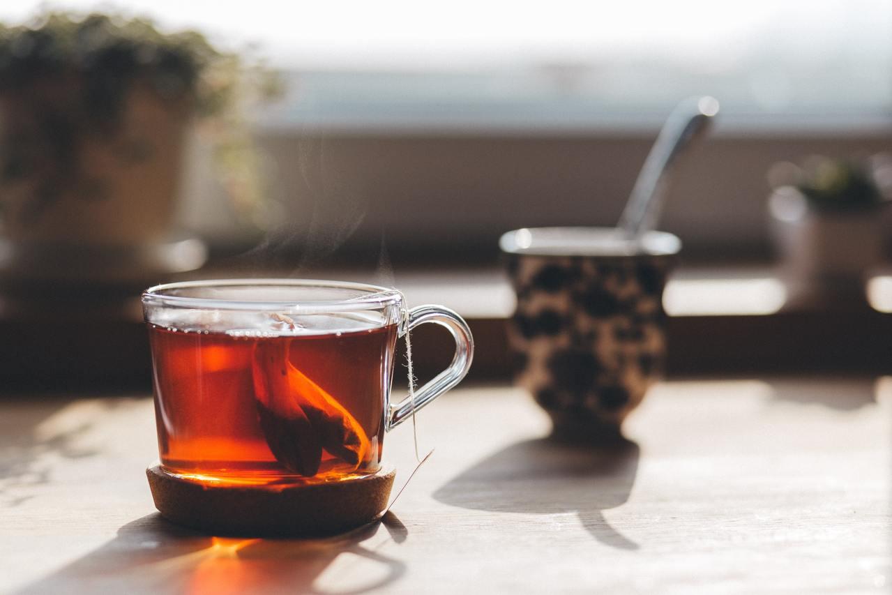 部分網路媒體流傳紅茶或普洱茶中所含成分「茶黃素」,可對抗新型冠狀病毒,食藥署於官...