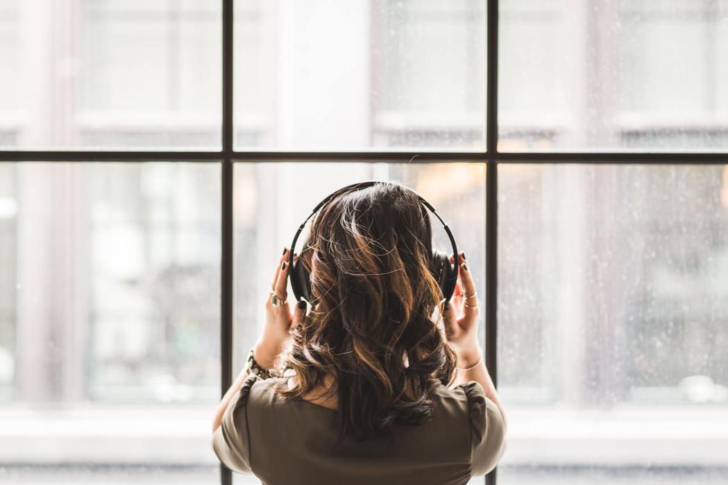 聽力退化或重聽,應找出聽損原因,積極治療。 圖/pexels