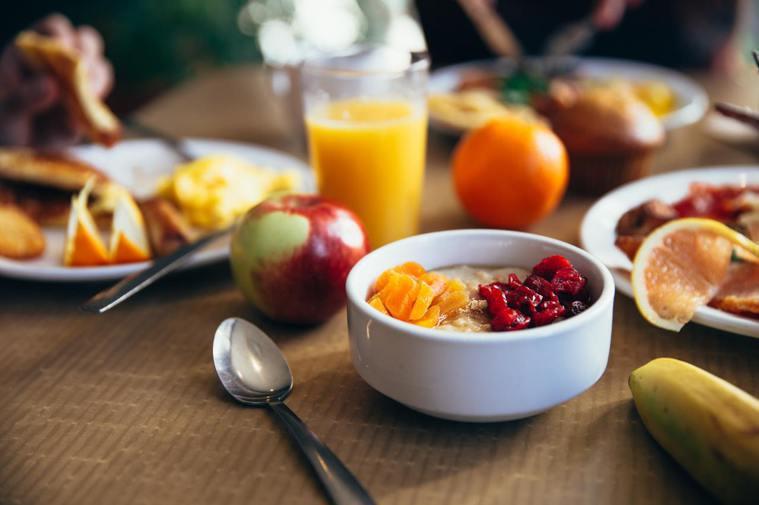 減重是許多人的新年新目標,建議水果適量攝取。 圖/pexels