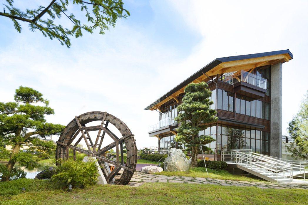 「棗稻田食玩農創空間」榮獲鑽石級低碳建築認證建物。 棗稻田食玩農創空間/提供