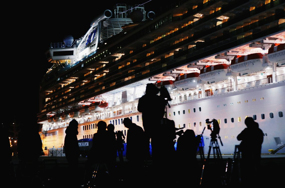 正在日本橫濱港海上隔離的豪華郵輪「鑽石公主號」,10日再度確診新病例65人、郵輪...