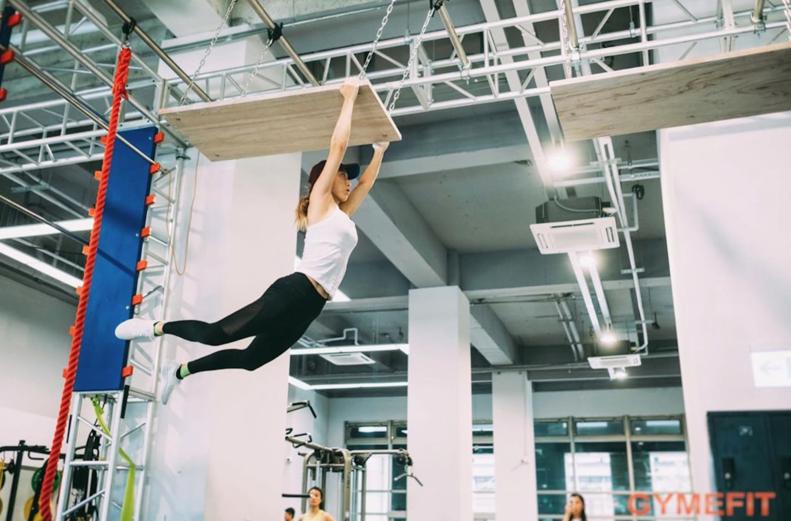 瑞瑪席丹挑戰極限障礙,展現驚人肌耐力。 圖/愛貝克思提供