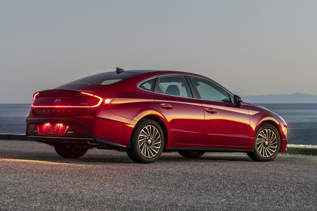 新世代美國Hyundai Sonata Hybrid將會於今年春季上市。 摘自H...