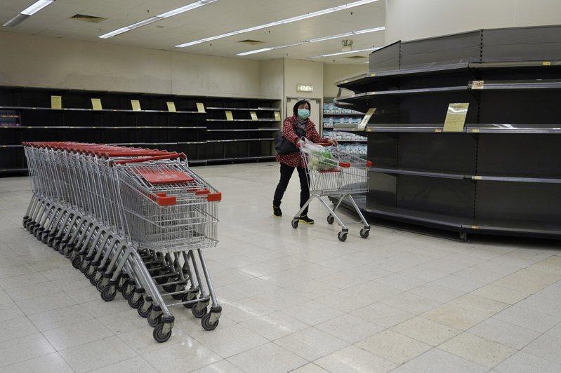 空空如也的超市貨架、群眾哄搶日用品、疫症期間口罩等醫療物資嚴重不足,這些有如「失敗國家」(Failed State)的社會狀況,竟然發生在香港。 美聯社