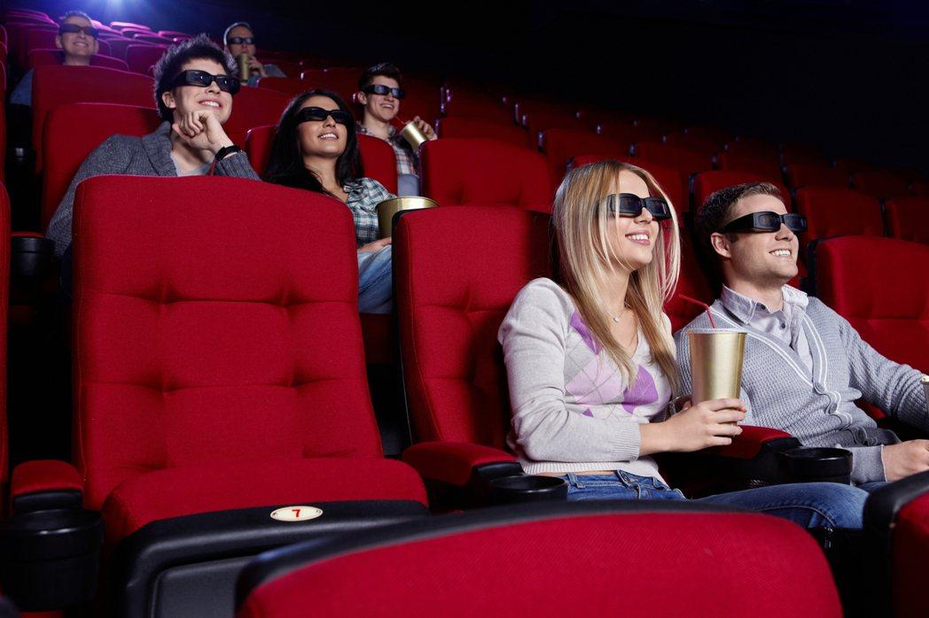 指揮中心針對電影院、健身房等營業場所訂定防疫指引。示意圖/Ingimage