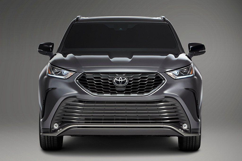 Toyota汽車於美國芝加哥車展,推出Highlander車系首見的XSE運動車...