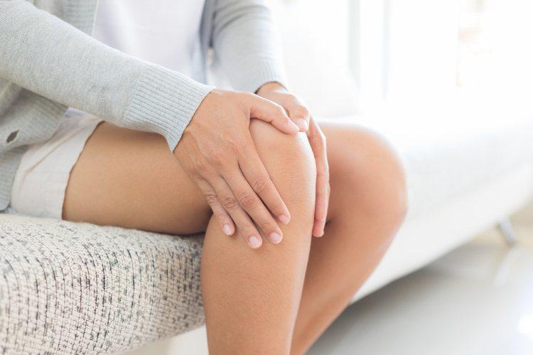醫師,我的膝蓋痛,上、下樓梯更是痛苦,吃了消炎止痛藥,玻尿酸也打了,怎麼還是不會...