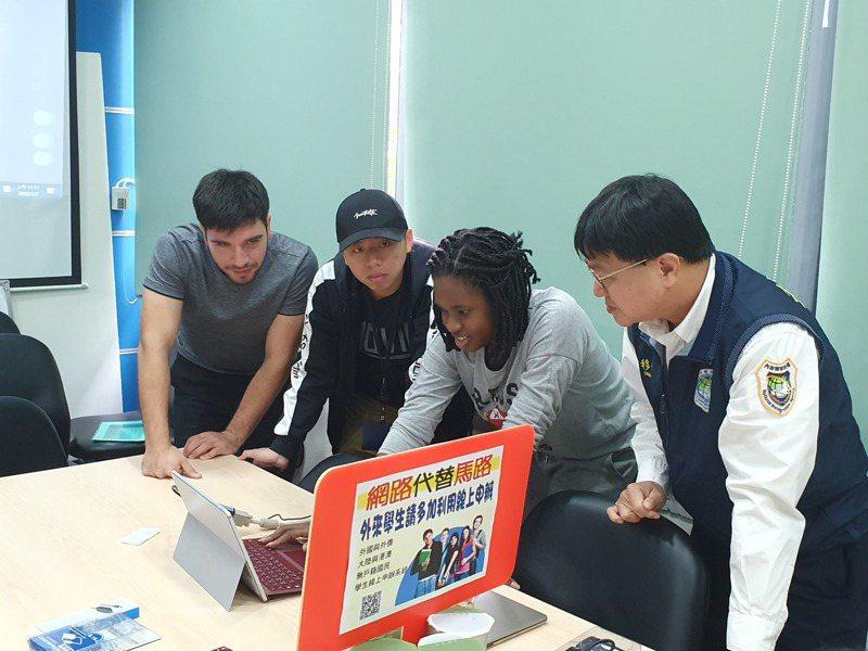 外籍學生要申辦居留證,可利用網路「外來學生線上申辦系統」申辦居留證,降低感染風險。圖/移民署台南市第一服務站提供