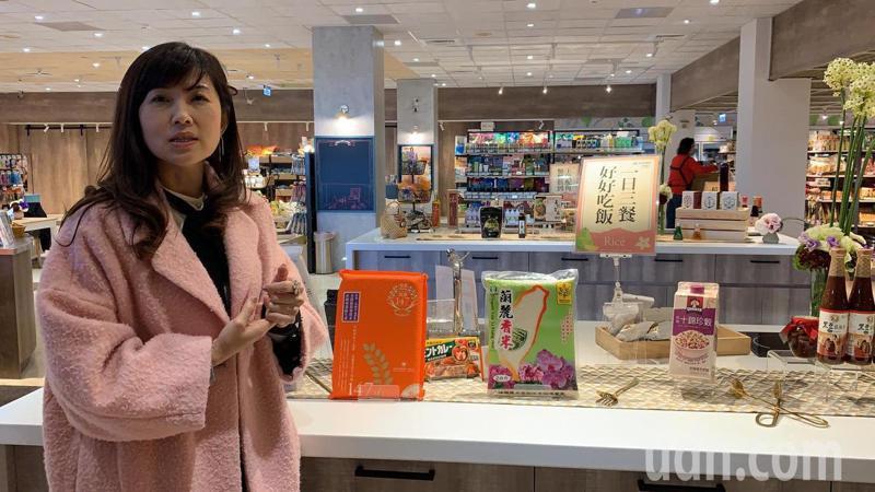 台南市麻豆區農會超市內的米食專區,比照百貨公司設置開放空間,未來還要教學推廣。記者吳淑玲/攝影