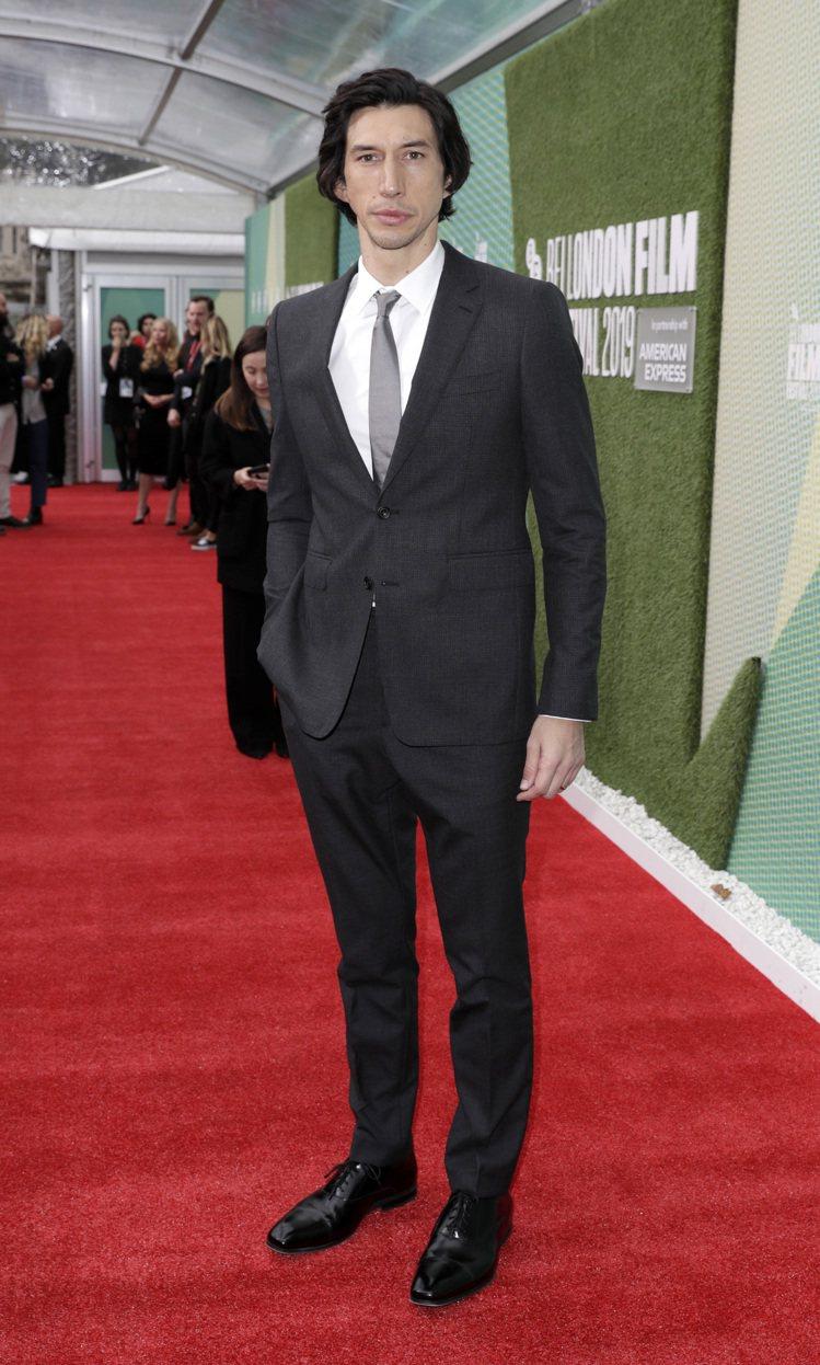 「酷刑報告」倫敦影展首映,亞當崔佛以BURBERRY西裝出席。圖/BURBERR...