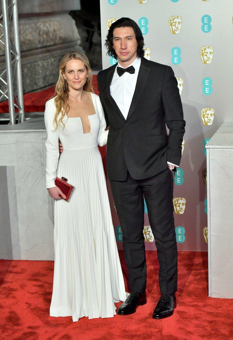 亞當崔佛穿BURBERRY和太太喬安娜塔克出席英國影藝學院電影獎。圖/BURBE...