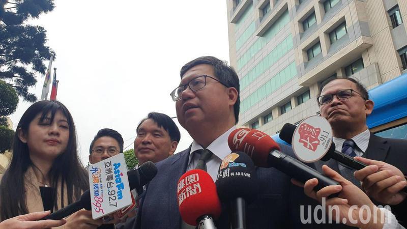 桃園市長鄭文燦表示,目前桃園居家檢疫數量範圍擴大到700多人,已要求各單位人員落實14天居家檢疫工作,此外談到菲律賓用一中原則禁止台灣旅客入境,他說,用一中原則禁止台灣旅客入境,對台灣是莫大的傷害。記者陳夢茹/攝影