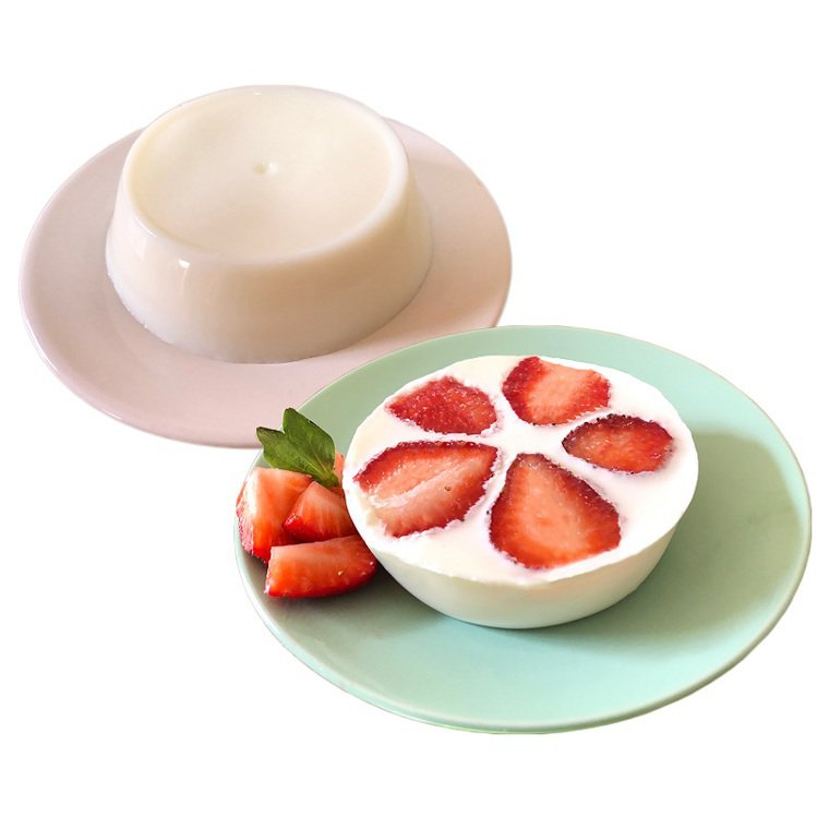 草莓鮮奶酪,全家行動購1組(18入)售價999元、9盒(1盒3入)售價1,350...