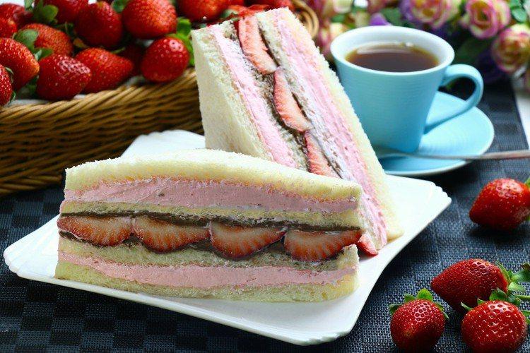 草莓巧克力三明治,全家行動購2入售價216元、12入售價516元、36入售價1,...