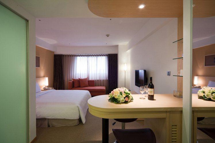 亞太飯店淡水被旅客評為「房間大又舒適」。圖/摘自飯店官網