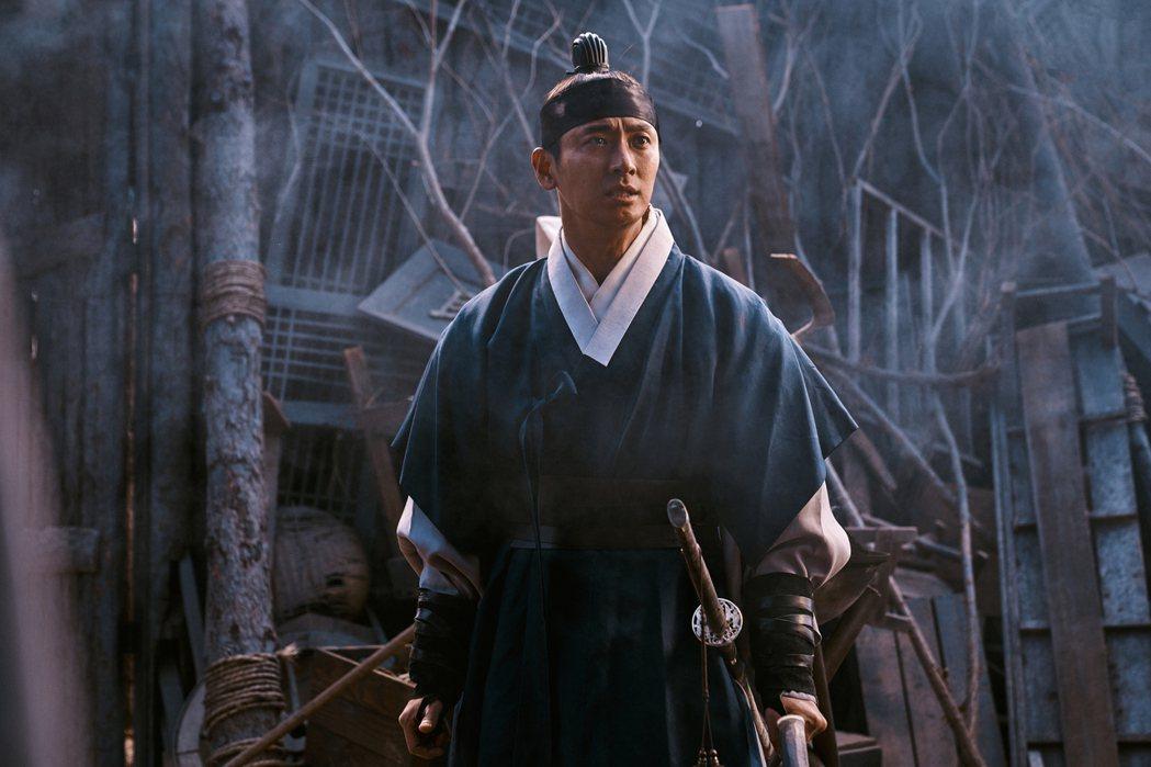 朱智勛繼續與活屍戰鬥。圖/Netflix提供