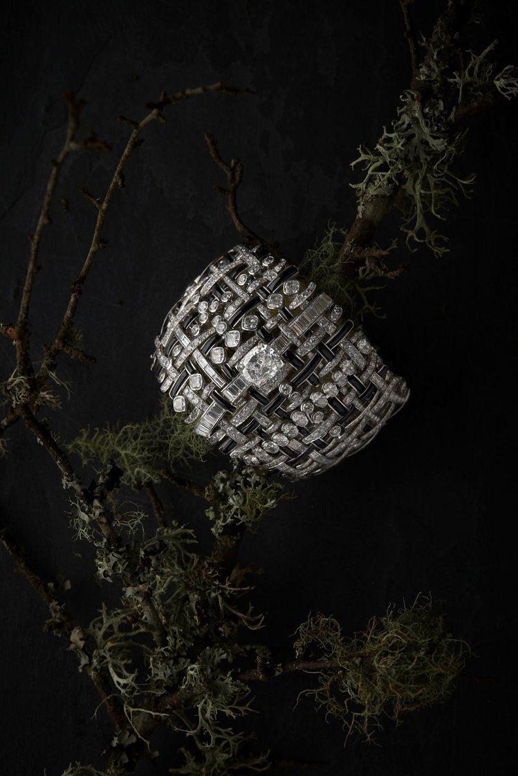 CHANEL,Tweed Graphique手鍊,黑白交織、猶如在手腕「披」上一...