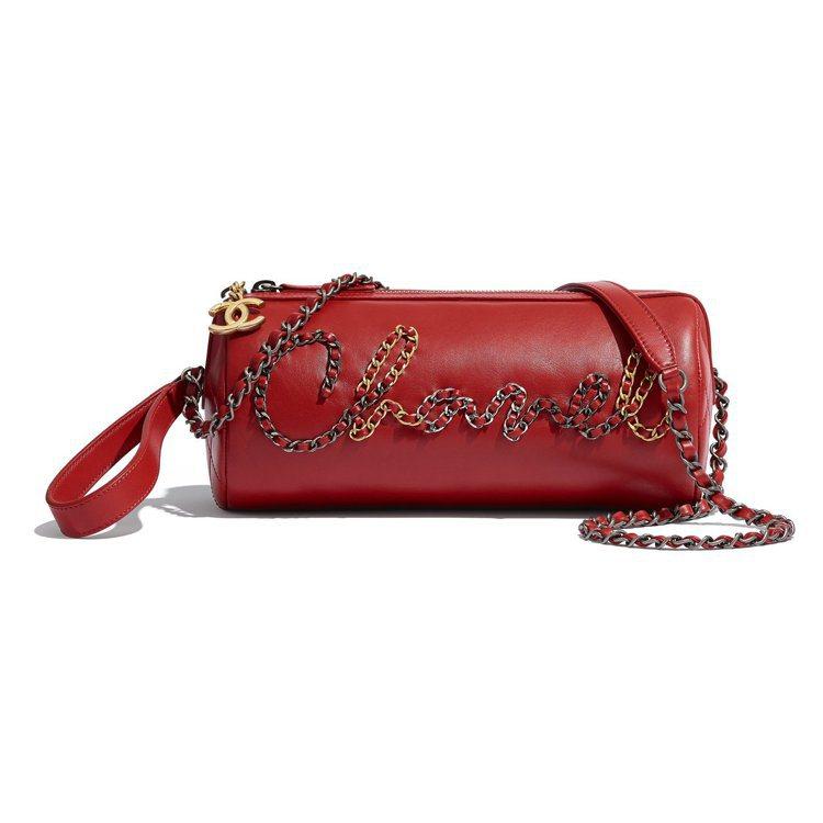 紅色CHANEL皮穿鍊皮革圓筒包,11萬9,600元。圖/香奈兒提供