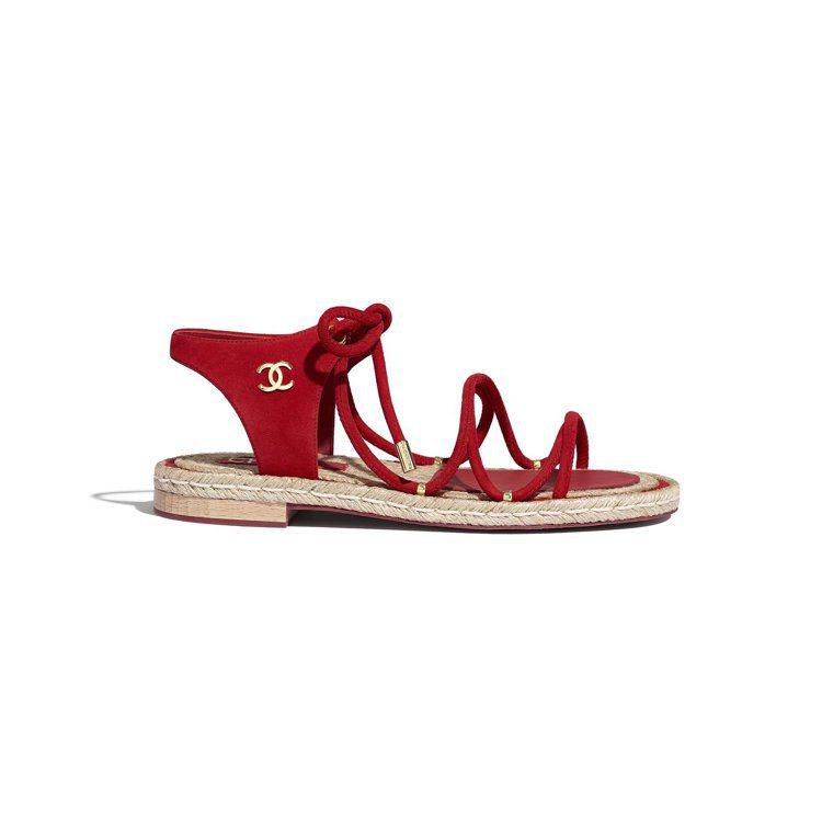 紅色麂皮綁繩軟木平底涼鞋,29,900元。圖/香奈兒提供