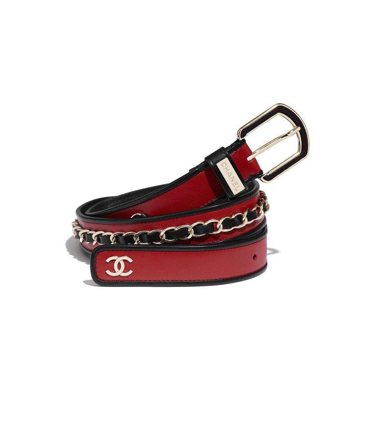 紅黑色皮革緄邊皮穿鍊飾腰帶,55,900元。圖/香奈兒提供