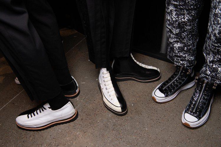 本次JUST IN XX在紐約時裝周上的秀鞋,重製Converse經典帆布鞋。圖...