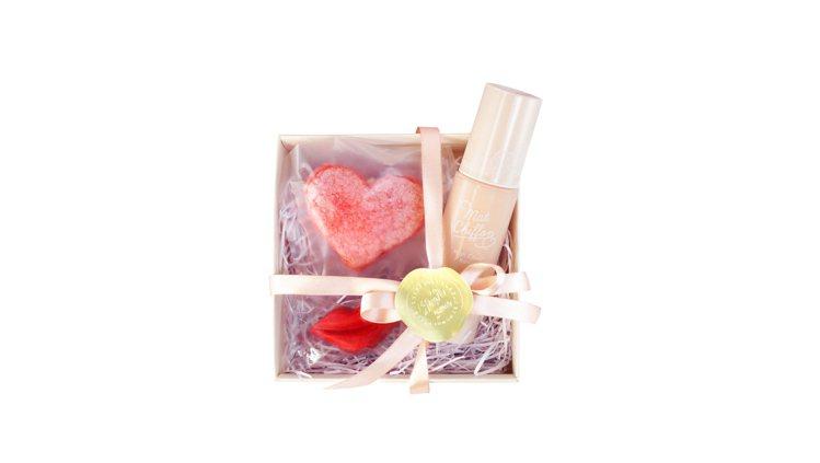 快閃期間限定的kiss「不黏不膩so sweet」禮盒,原價900元、特價729...