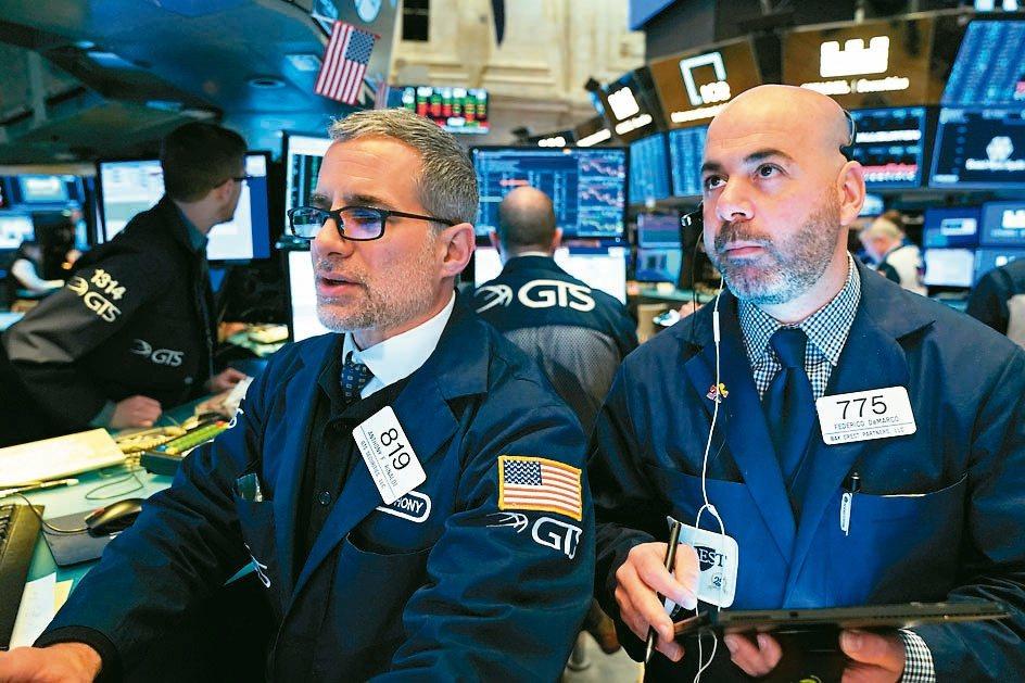美國公債殖利率曲線如今成投資人在找尋掩護的晴雨表。(路透)
