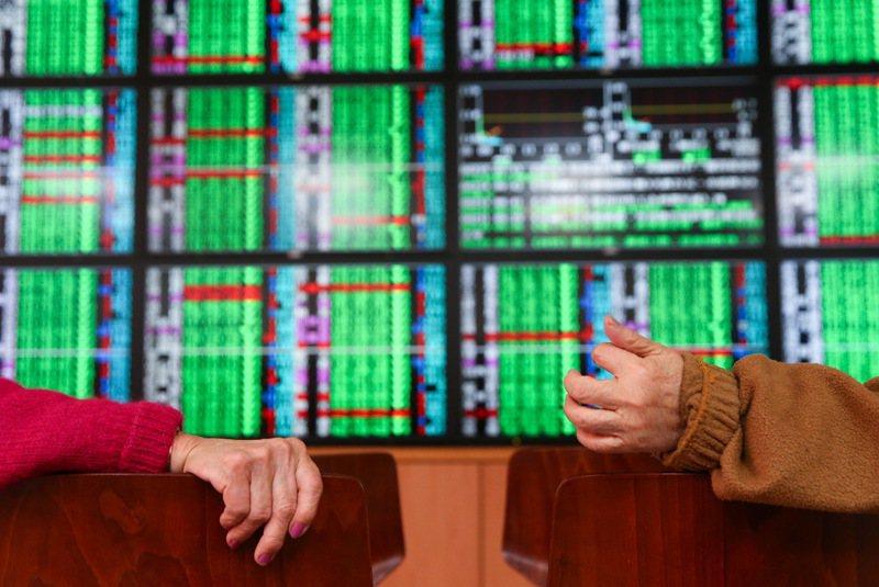 新冠肺炎疫情延燒,各國股市上上下下。 圖/聯合報系資料照片