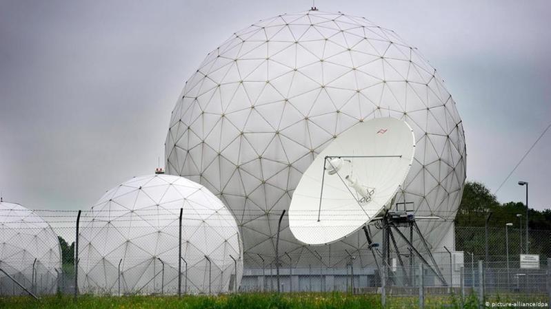 德國電視二台(ZDF)報導稱,利用受德、美情報機構控制的瑞士加密通信設備公司Crypto AG,德美兩國成功向其它國家出售經秘密改裝的技術、然後得以偷窺被誤以為是安全的通信。圖/德國之聲中文網