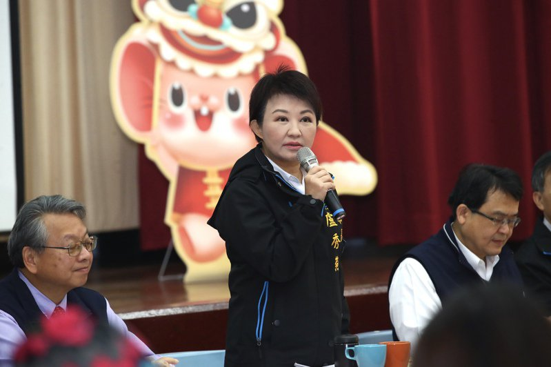 台中市長盧秀燕(中)昨天表示,台中州廳是無價之寶,不會無償給中央當國美館二館「做人細漢仔」。記者洪敬浤/攝影