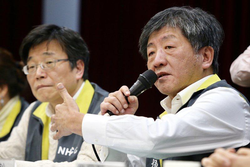 中央流行疫情指揮中心指揮官陳時中(右)。圖/聯合報系資料照片