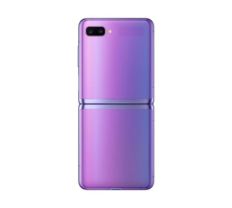 三星推出首款翻蓋式摺疊智慧型手機Galaxy Z Flip。 圖/三星提供