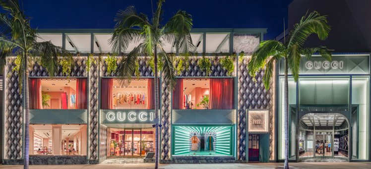 GUCCI在位於美國加州比佛利Rodeo Drive大道的GUCCI旗艦店頂層開...
