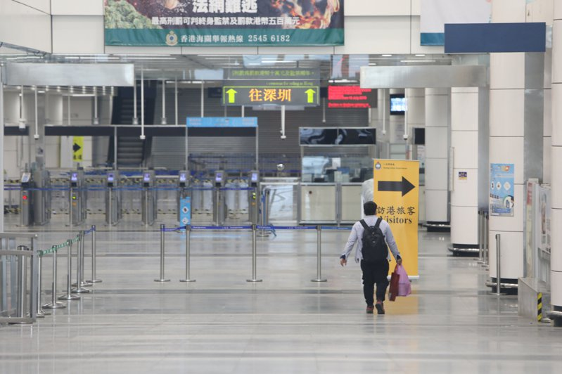 大陸確診的首例新冠肺炎台胞患者12日從深圳市第三人民醫院痊癒出院。 香港中通社圖片