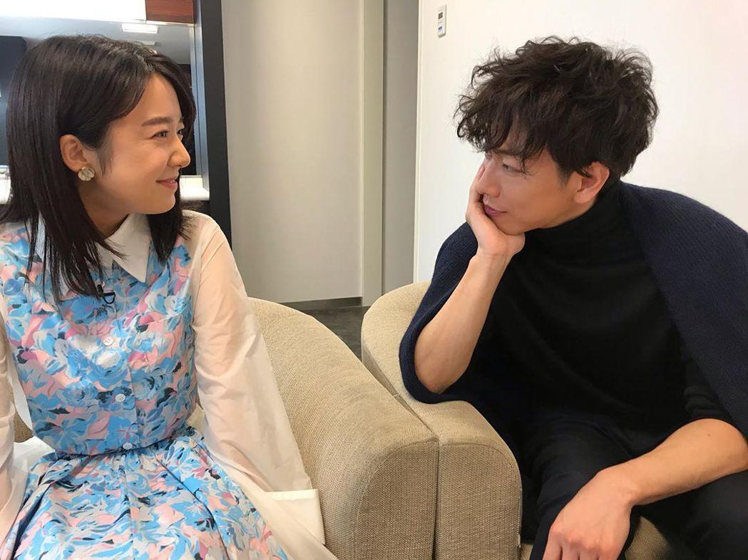 佐藤健與白石萌音主演《戀愛可以持續到天長地久》。圖/擷自官方IG