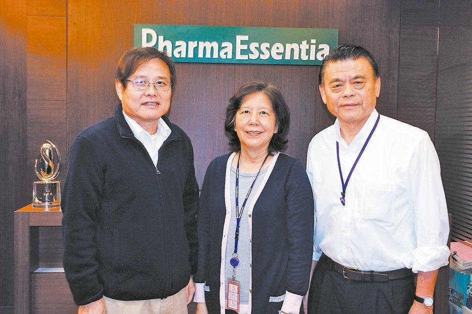 藥華醫藥經營團隊,包括總經理黃正谷(左起)、董事長詹青柳、執行長林國鐘。 本報系...