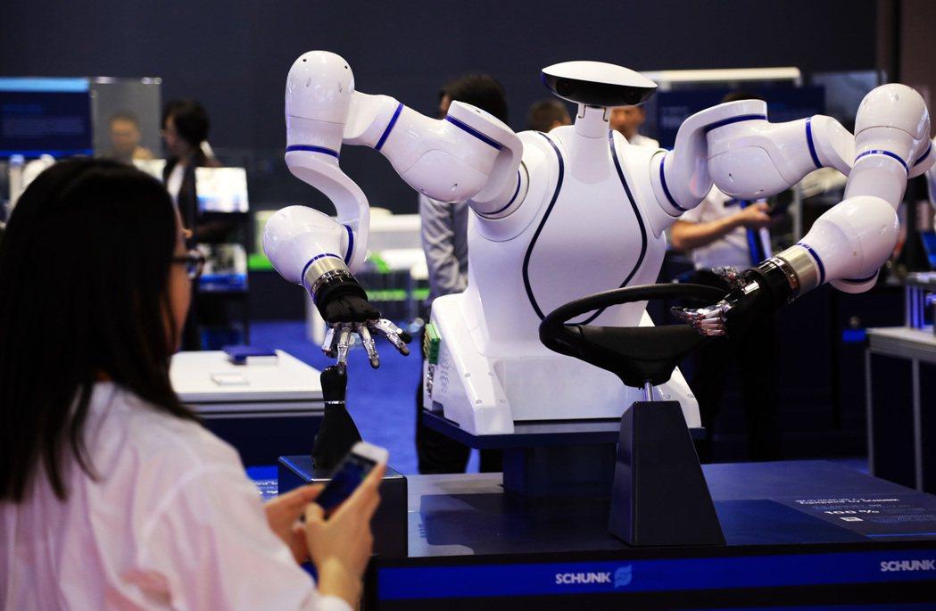 武漢肺炎疫情衝擊,企業將加快產線升級,提高自動化生產能力,有利機器人產業發展。 ...