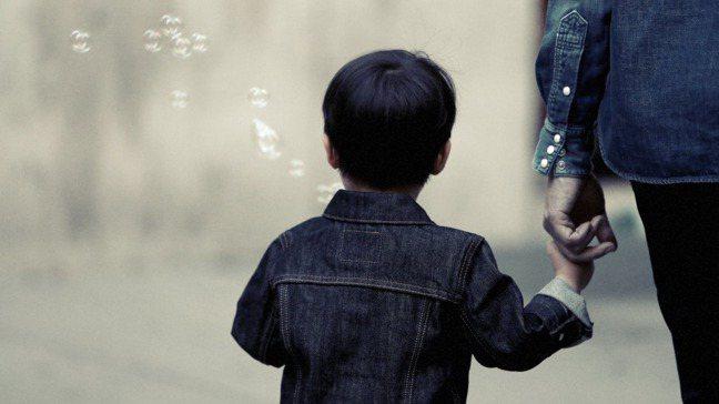 不要認為孩子還小、不懂事,覺得孩子應該會體諒父母,因為外派無法在身邊照顧他們。 ...