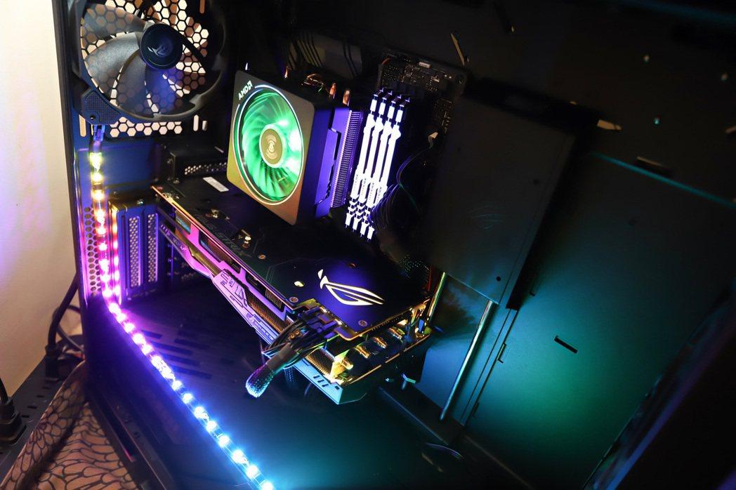 此次華碩所打造的超微7奈米香香機處理器為AMD Ryzen 7-3700X配上華...